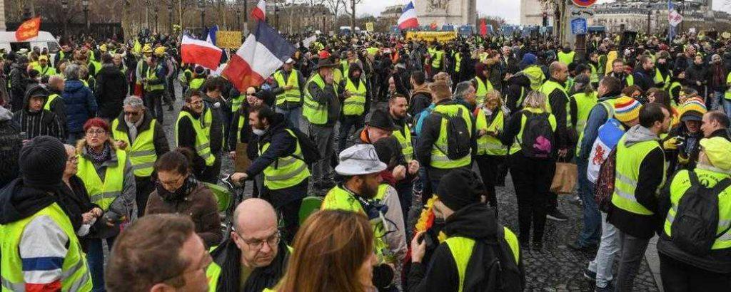 """""""Attroupement"""": peine de prison pour les Gilets jaunes qui manifestent samedi?"""